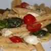 Pasta Caprese (Tomate-Mozzarella-Nudeln)