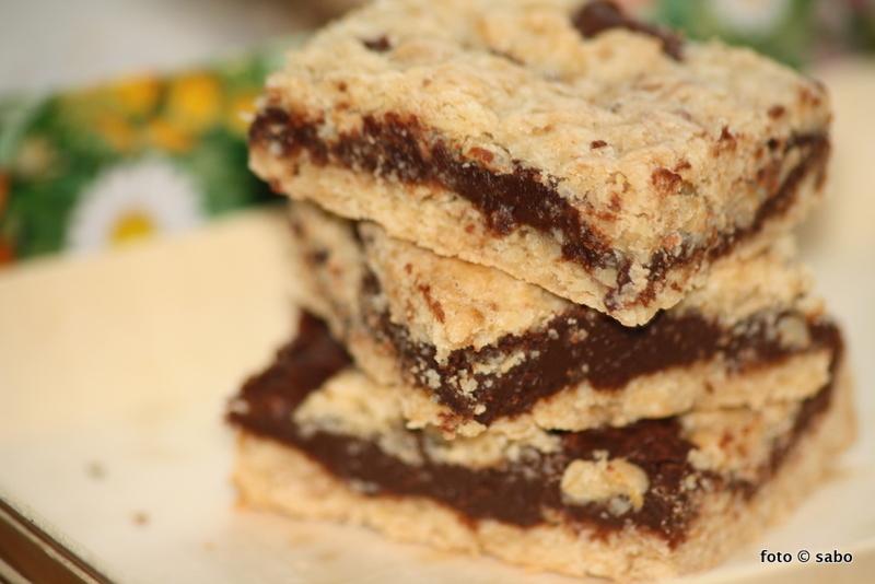 Schokoladige Haferflocken-Keks-Schnitten