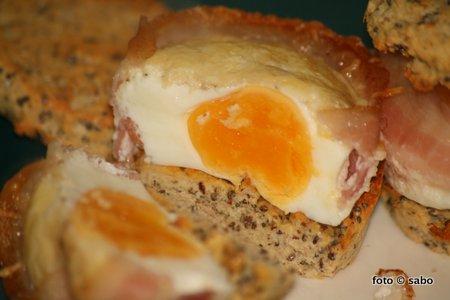 Eier-Bacon-Frühstücks-Muffins (Low Carb)