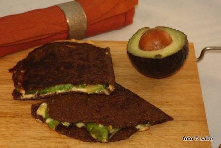 Avocado-Quesadilla (Low Carb)