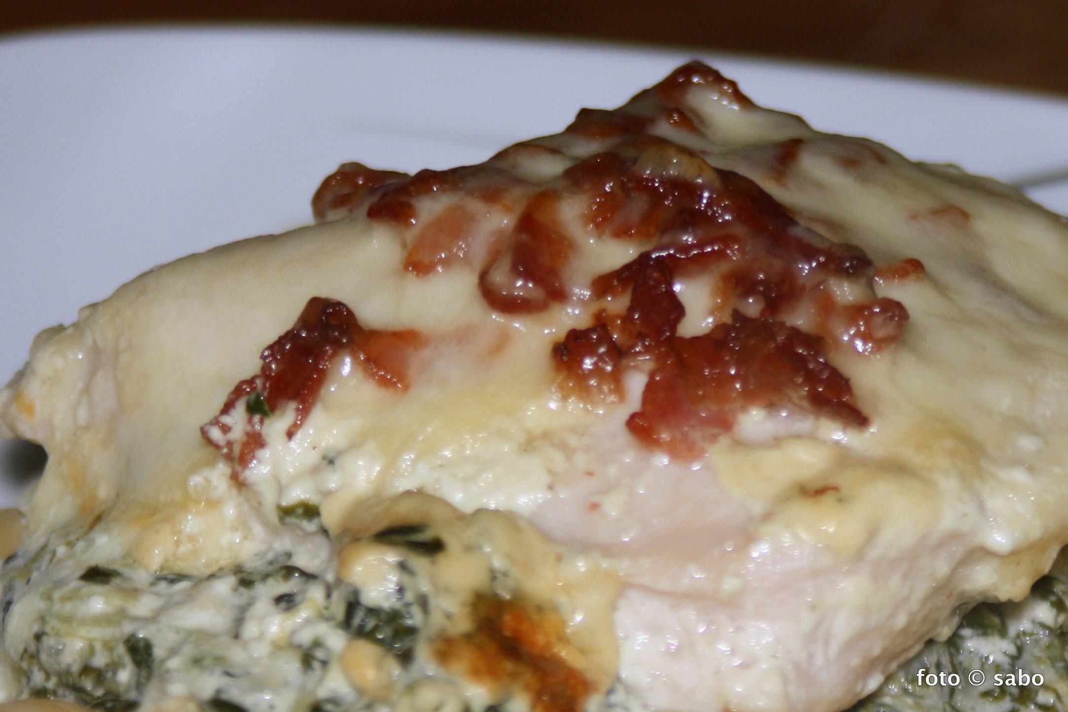 Überbackene Hähnchenbrust mit Spinat (Low Carb)