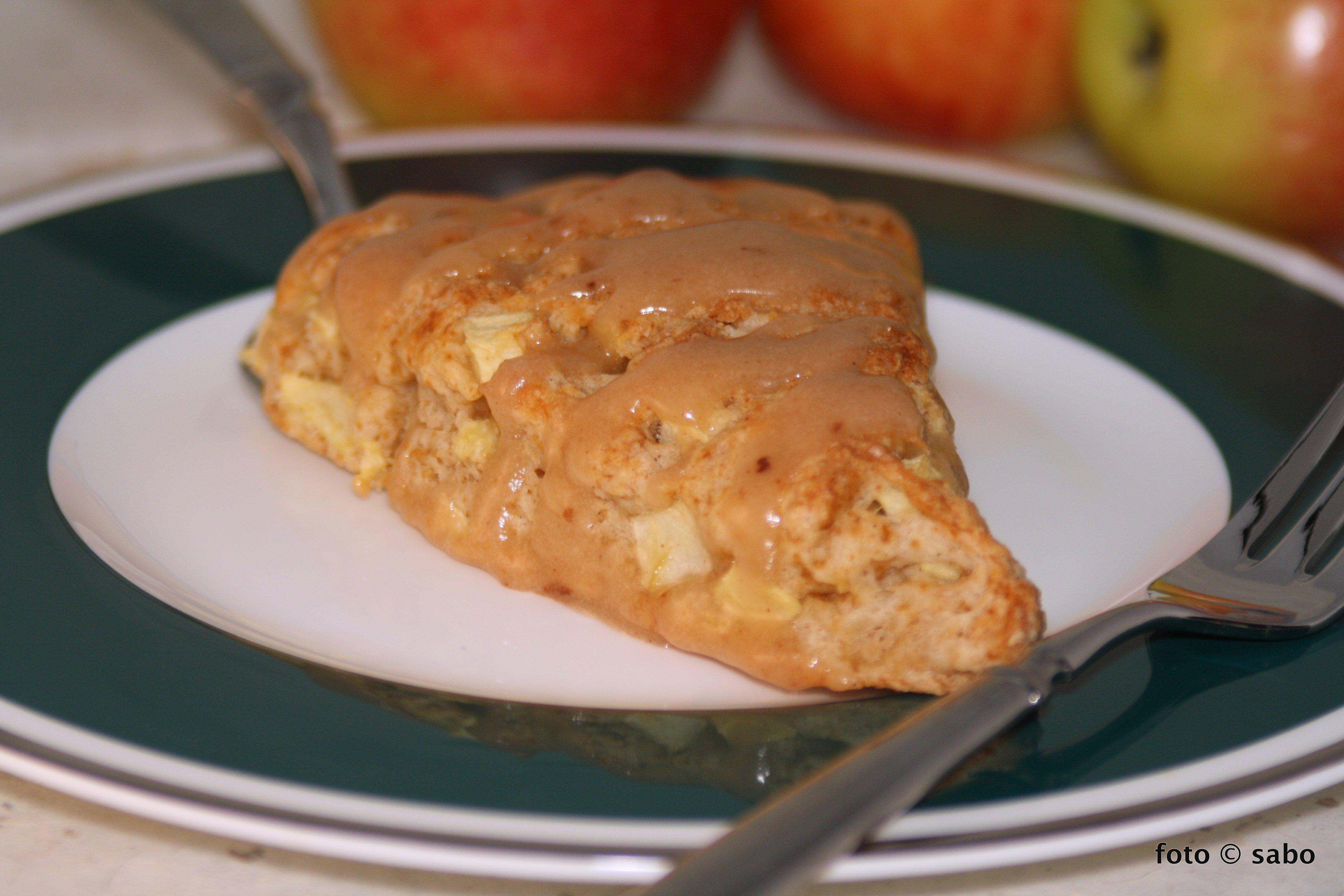 Apfel-Scones mit Apfelbutter-Glasur