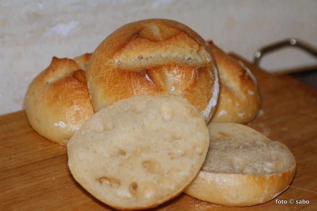 Frühstücksbrötchen mit süßem Starter