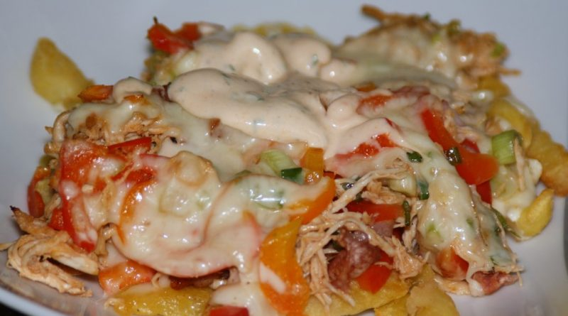 BBQ-Chicken loaded cheesy Fries (Low Carb möglich)