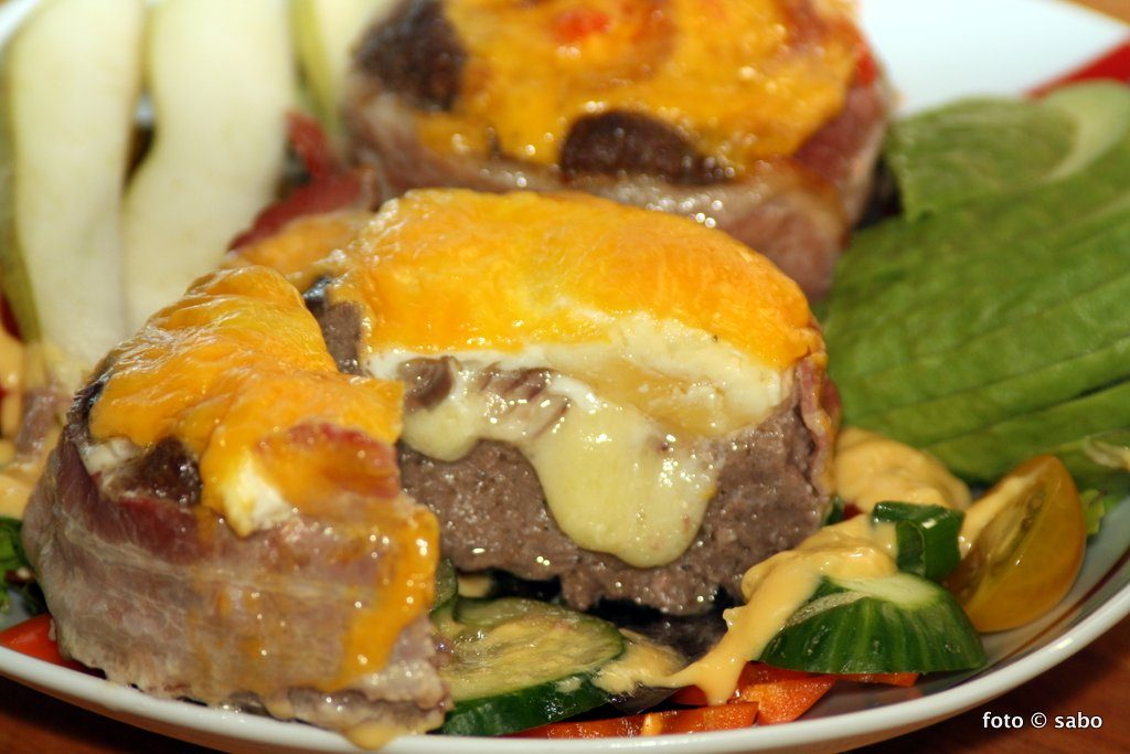 Loaded Burger Salat (Low Carb / Keto)